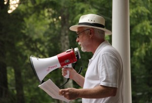 Hillsborough Mayor Tom Stevens addresses the crowd at a Town Hall rally to save the Colonial Inn. (SP Murray)