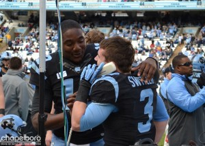 Marquise Williams and Ryan Switzer share a call with the coaching staff. (Elliott Rubin)