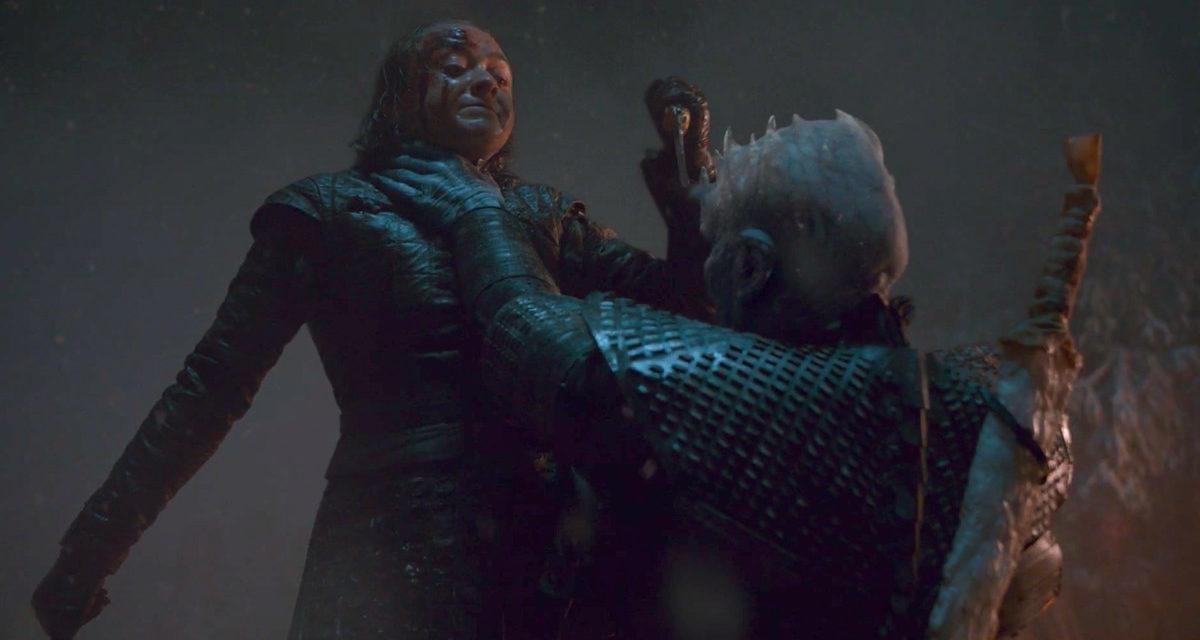 Aparador borde bolita  Arya Stark Pulls a Michael Jordan Midair Hand Switch in Game of Thrones -  Chapelboro.com